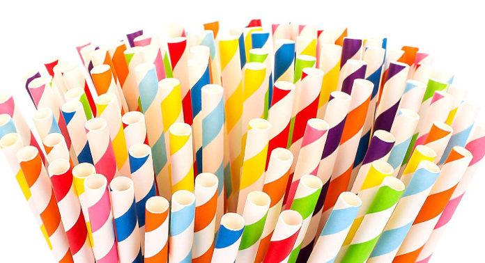 Dlaczego warto mieć w kawiarni papierowe słomki?