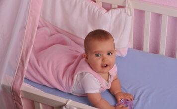 śpiworek czy otulacz - czym okryć dziecko podczas snu?